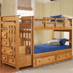 Молодежный дизайн двухъярусной кровати из сосны