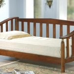 Односпальная кровать из массива