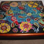 Реставрация старой мебели своими руками-разноцветный рисунок