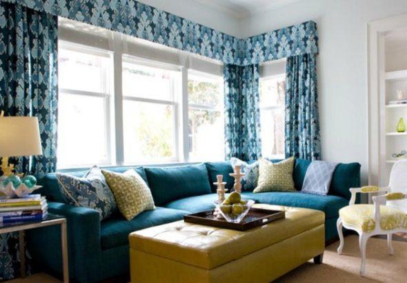 Синий цвет в интерьере стильной гостиной