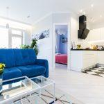 Синий диван в интерьере-пример