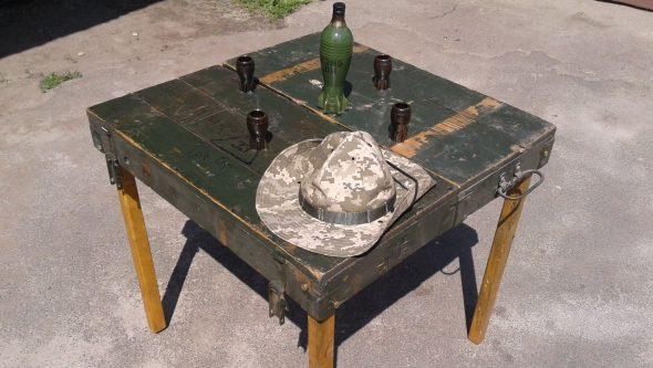 Складной стол для пикника своими руками из армейского ящика