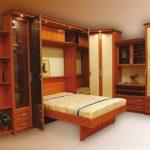 Таким образом, во время приема гостей кровати в зале не будет вовсе