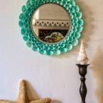 Зеркало в раме из морских ракушек