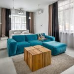 диван голубого цвета