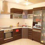 угловая кухня коричневый гарнитур