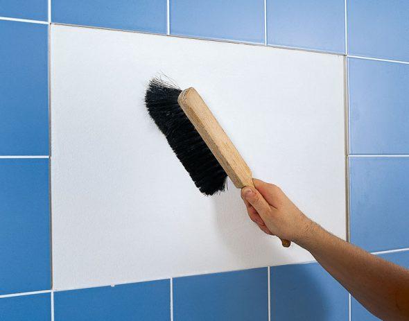 на стену без отделки и на керамическую плитку