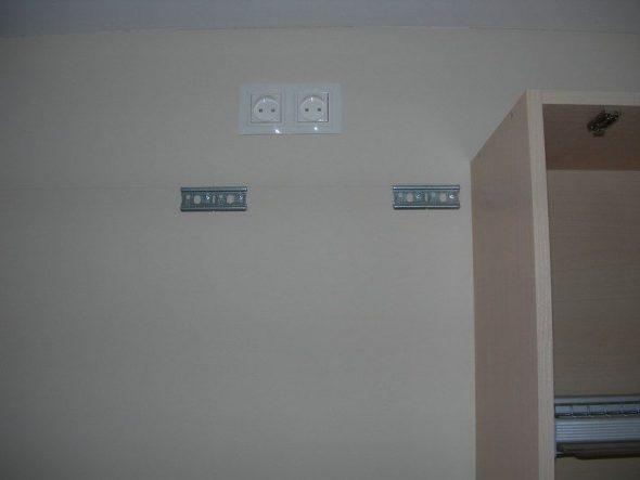 настенные шкафы на планках