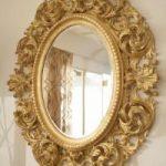 основным и самым ярким предметом декора является зеркало