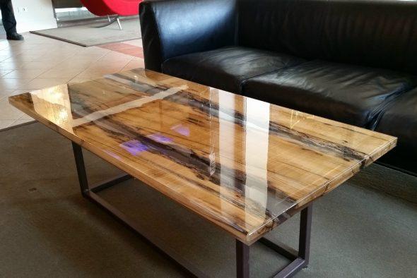 стол в интерьере