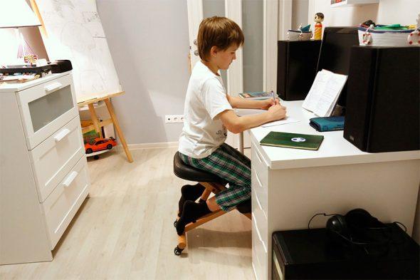 удобный стул для школьника