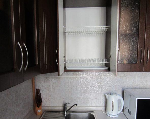 сушилка в кухонном шкафу