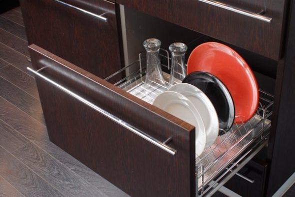 сушилка для посуды в шкафу