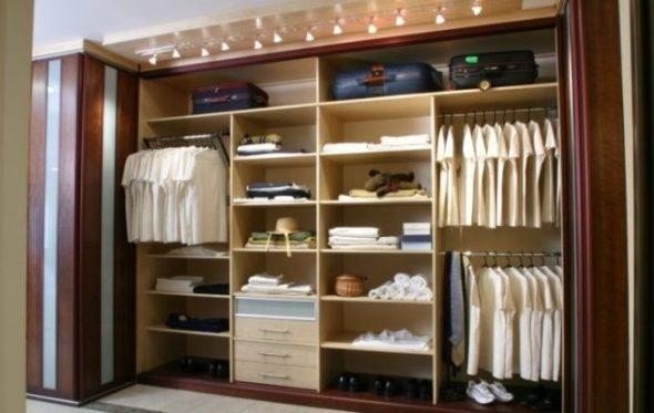 шкаф со штангой и полками