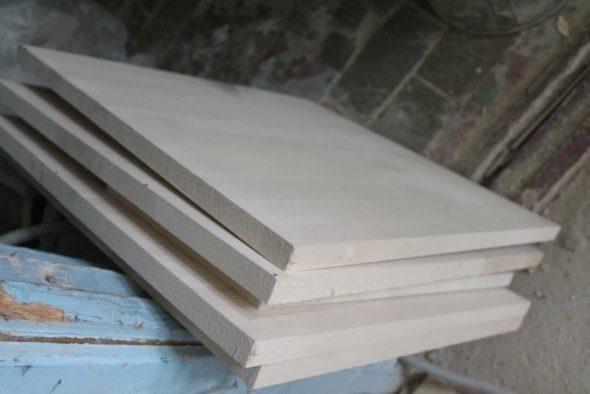 Березовый щит распиливали по запланированным для стола размерам