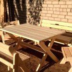 Деревянный стол для дачного отдыха