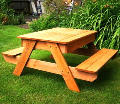 Деревянный уличный стол для дачи