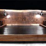 Двуспальная кровать из натуральной древесины ореха