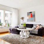 Картина на полочке в стиле современного модерна над диваном