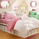Кровать для девочки-подростка с секциями для плетеных контейнеров