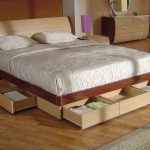 Кровать с выдвижными ящиками в спальню