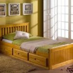 Односпальная кровать для подростка с ящиками для хранения вещей