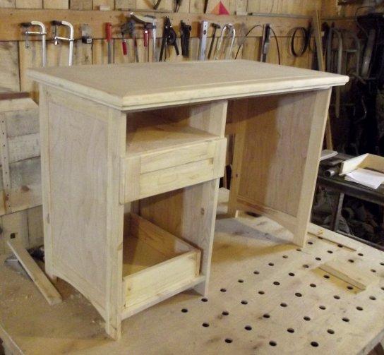 Письменный стол для детской