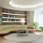 Полка чудес над диваном в гостиной