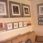 Полки на стену в интерьере фото над диваном
