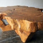 деревянный стол из сруба дерева