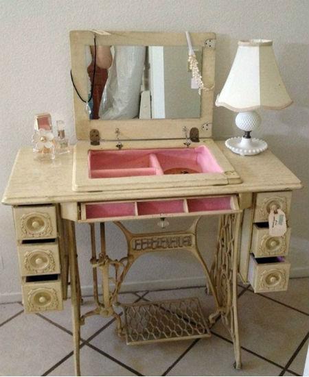 Мебель из ножной швейной машинки