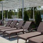 Мебель из садового ротанга довольно популярна не только в общественных заведениях