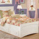 Односпальная кровать с ящиком в детскую