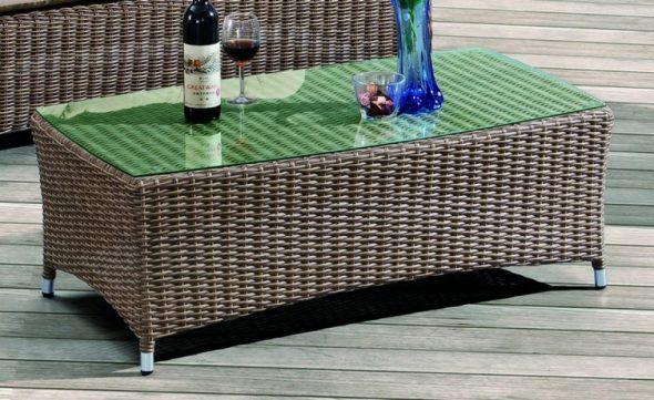 Плетение из искуственного ротанга столика