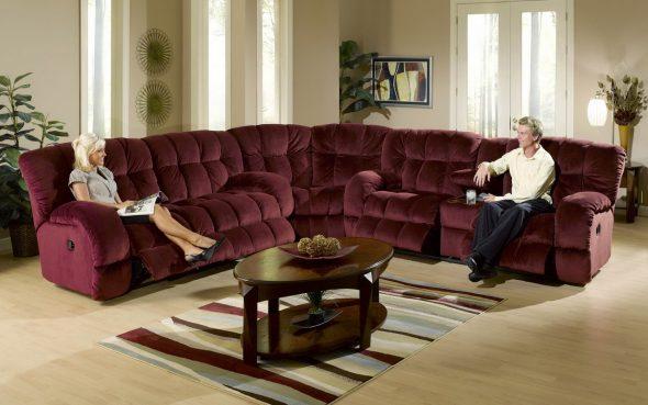 Трехместный диван обычно имеет высоту до одного метра