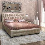 Атласное изголовье для красивой кровати