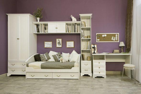 Белый спальный гарнитур с письменным столом