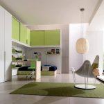 Большая комната для ребенка с зонированием для сна, учебы и отдыха