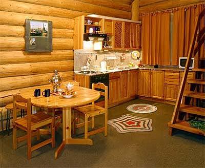 Мебель из дерева для кухни-столовой