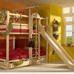 Детская стенка и кровать чердак для удобства игр и сна