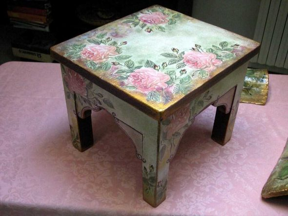 Идея декорирования мебели подручными средствами
