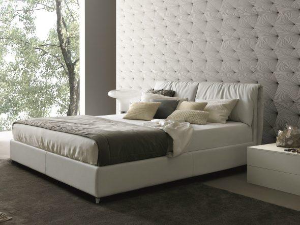 Красивая мягкая кровать со съемными чехлами