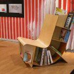 Кресло для чтения с полками для книг