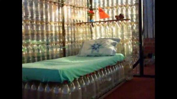 Кровать из бутылок своими руками
