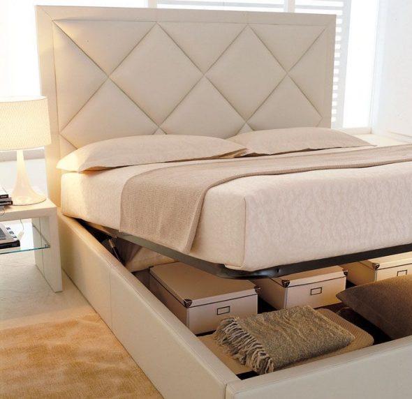 Кровать с нишами для белья