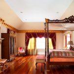 кровати из массива дерева в классическом стиле