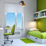 Маленькая, но уютная бело-зеленая комната для ребенка