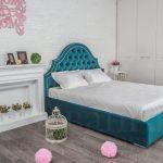 Мятная кровать в стиле прованс