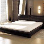 необычная черная кровать