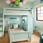 Нежная бирюзовая комната с кроватью-чердак